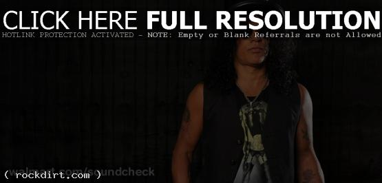 Slash visits Walmart Soundcheck