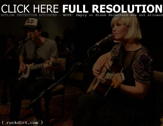 Sune Rose Wagner and Sharin Foo of The Raveonettes perform at Sonos Studio (Michael Buckner - Wireimage)